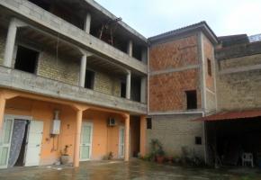 T723 Frignano - IN RIBASSO!!! Fabbricato varie unità abitative e giardino