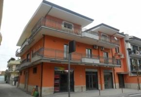 T013 Frignano - Fabbricato con Locali Commerciali