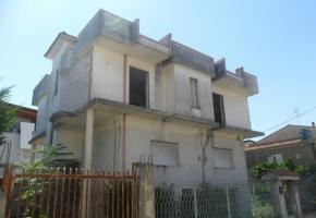 T4186 Aversa - Villa indipendente con ampio giardino
