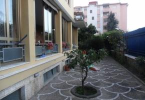 T4119 Aversa - Appartamento con ampi spazi verdi esclusivi e terrazo ristrutturato